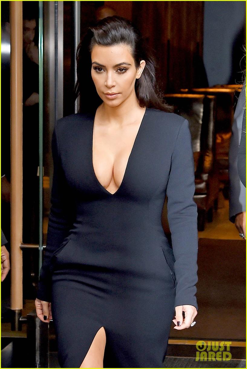kim kardashian flashes major cleavage at nbcu upfronts 073114306