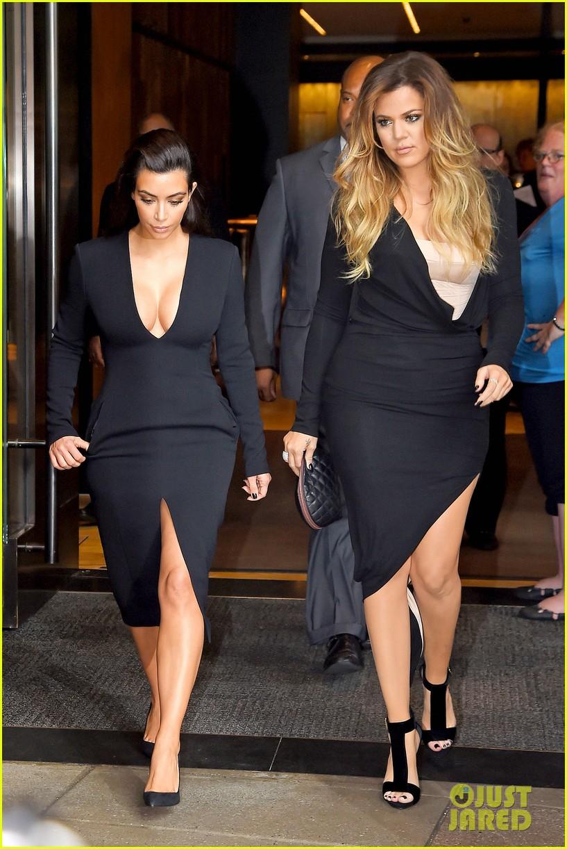 kim kardashian flashes major cleavage at nbcu upfronts 093114308
