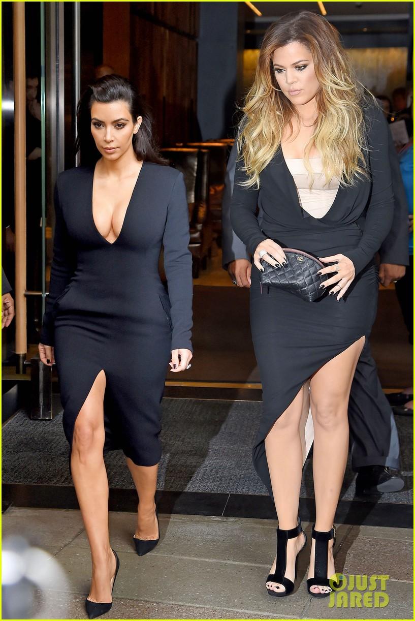 kim kardashian flashes major cleavage at nbcu upfronts 103114309