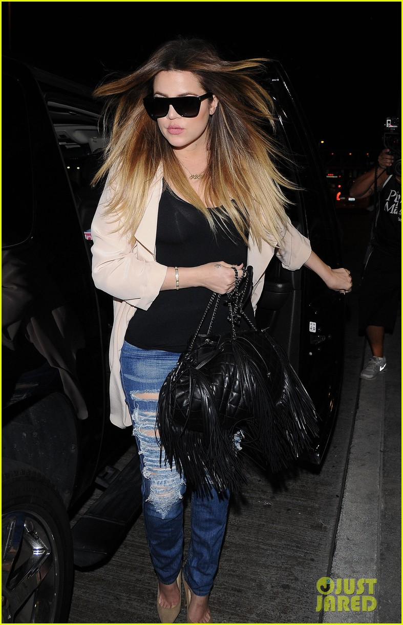 kim kardashian catches a flight out of town with khloe 023113861