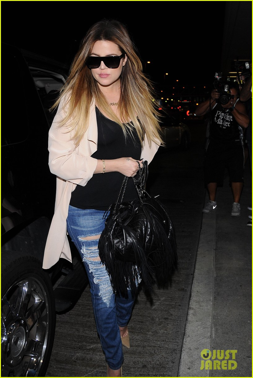kim kardashian catches a flight out of town with khloe 063113865