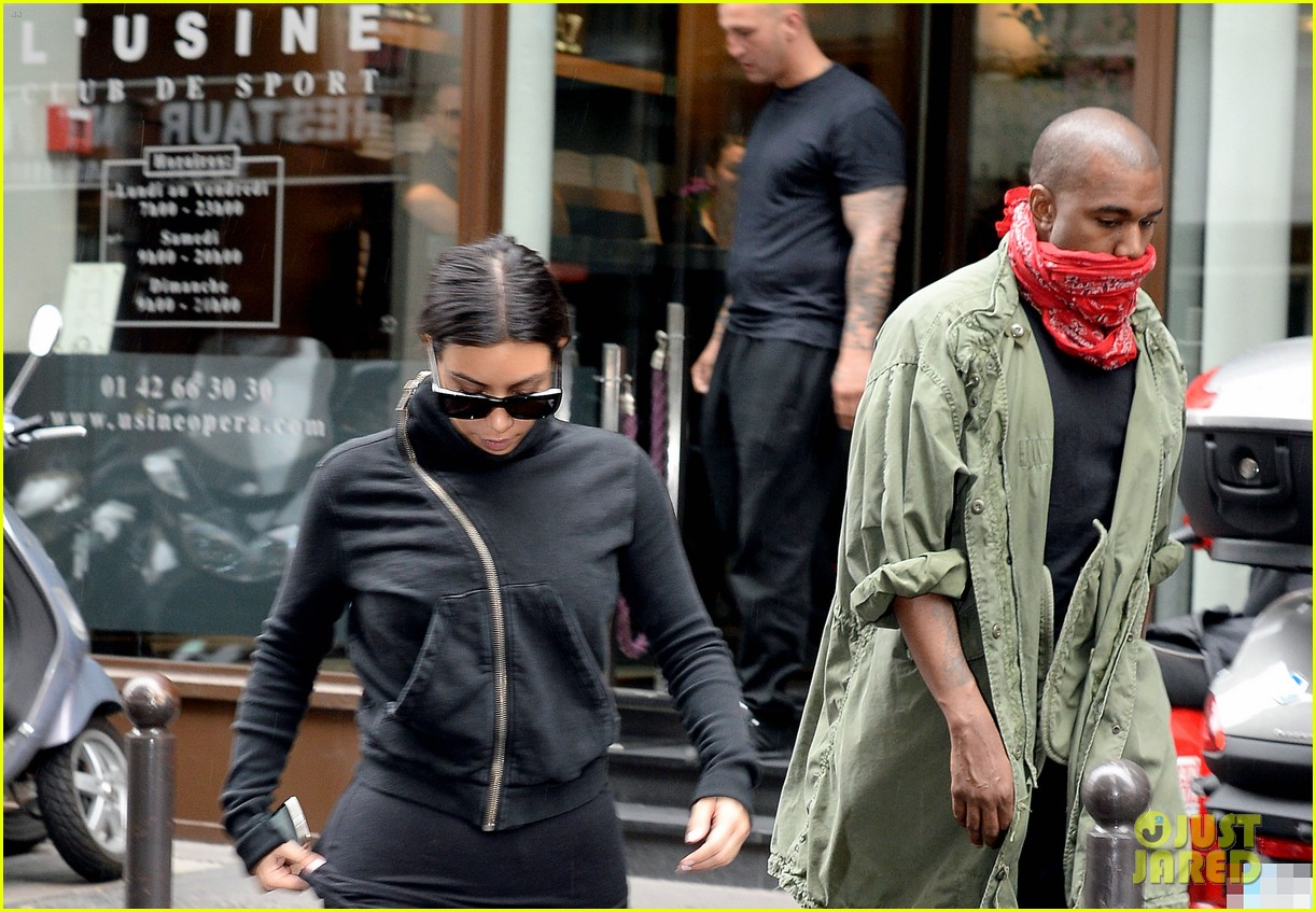 kim kardashian kanye wests wedding guests will get private tour of versailles 053118730