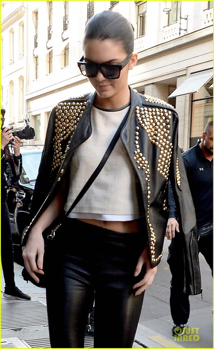 kim kardashian changes into sexy short dress 043120074