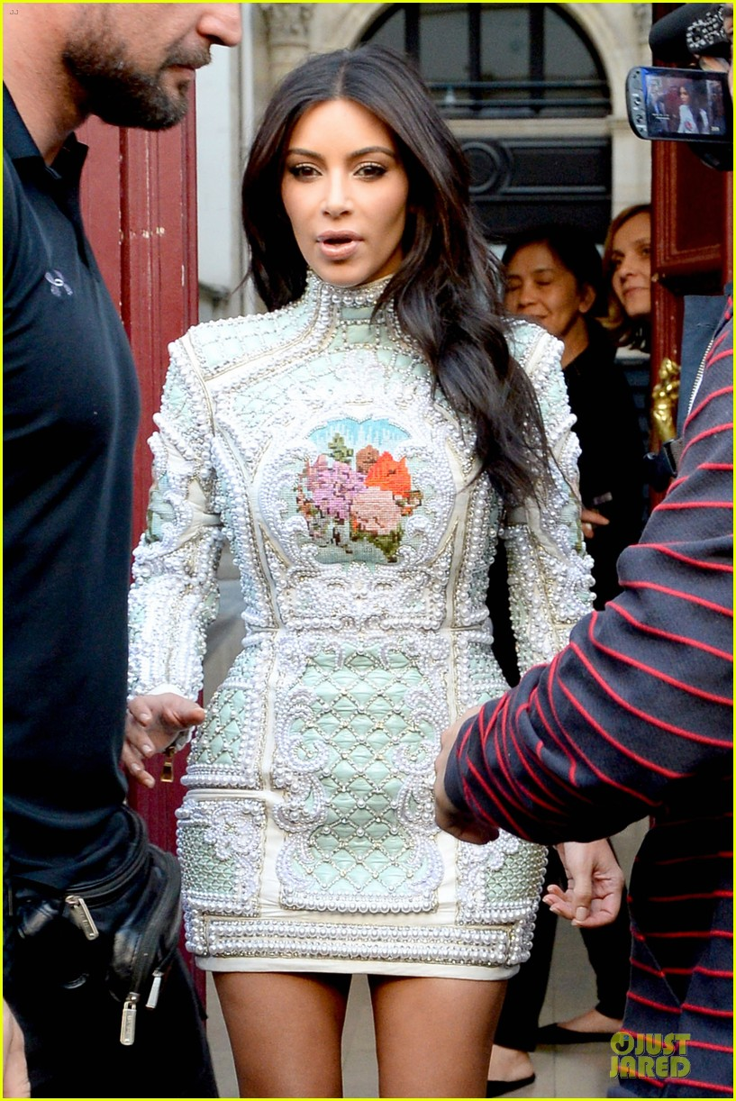 kim kardashian changes into sexy short dress 103120080