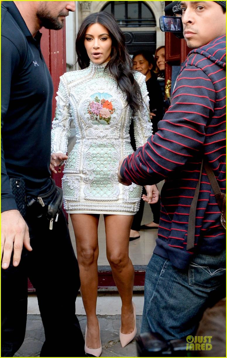 kim kardashian changes into sexy short dress 153120085