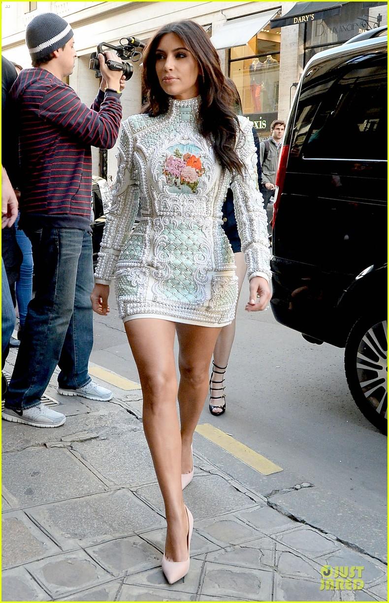 kim kardashian changes into sexy short dress 183120088