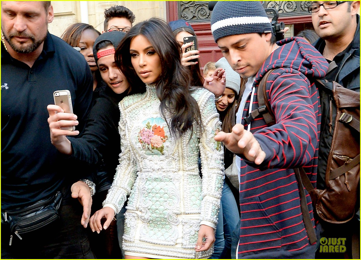 kim kardashian changes into sexy short dress 223120092