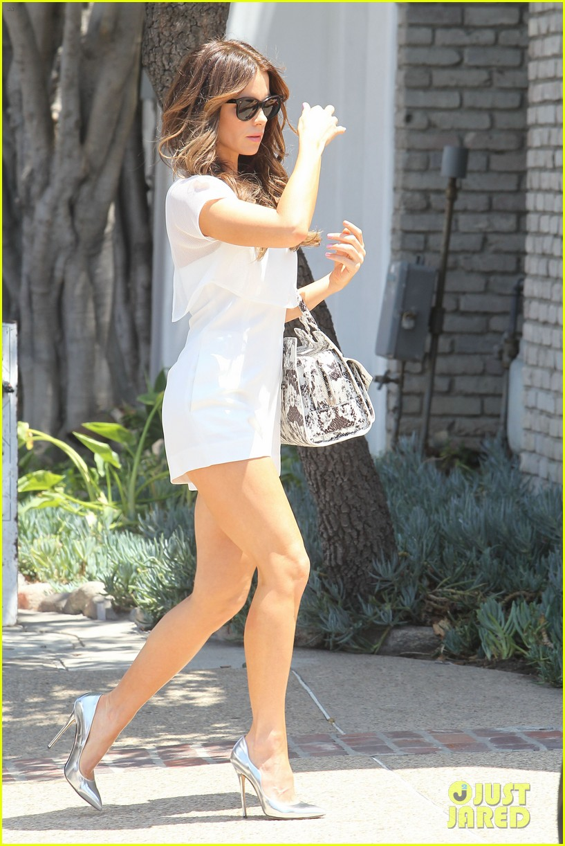 kate beckinsale tobey maguire attend star studded memorial day party 013122704