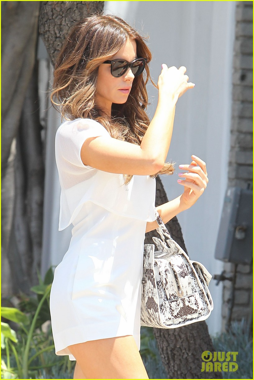 kate beckinsale tobey maguire attend star studded memorial day party 043122707