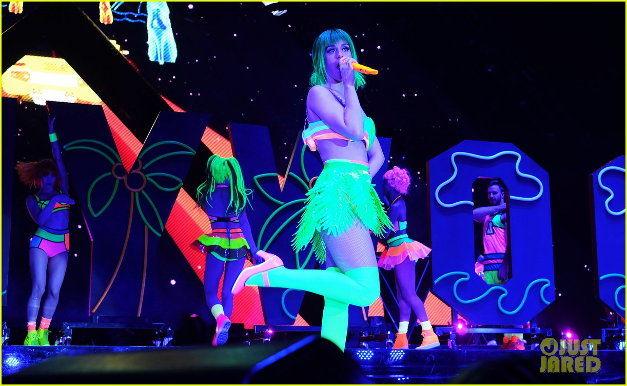 katy perry color prismatic world tour 143112969