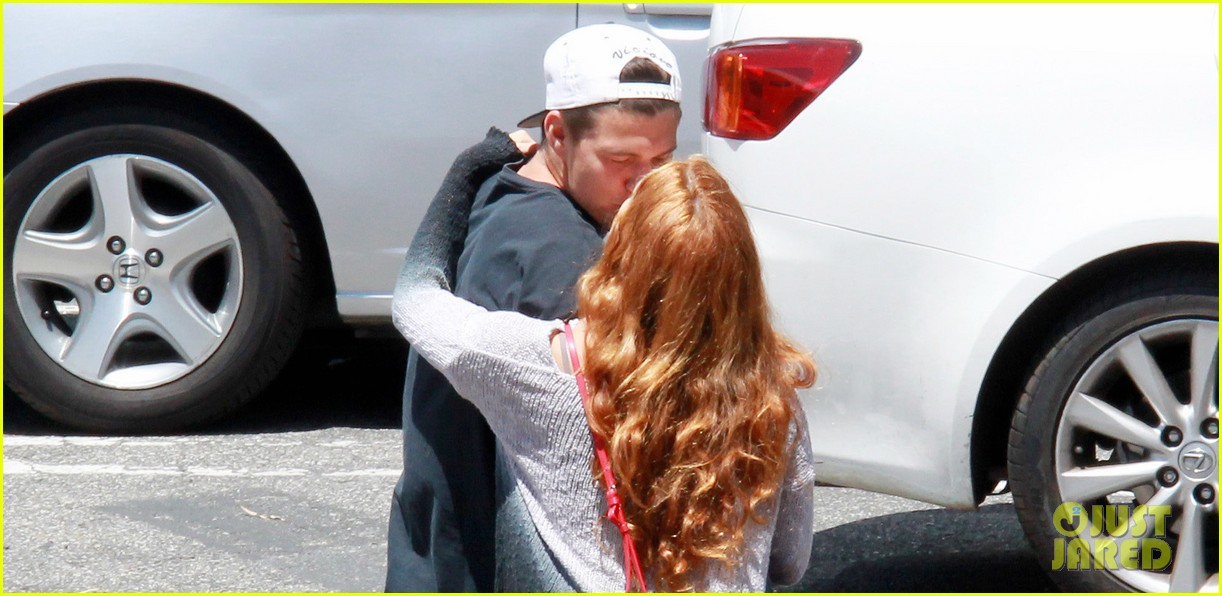 riley keough ben smith petersen smooch on their day date 023113129