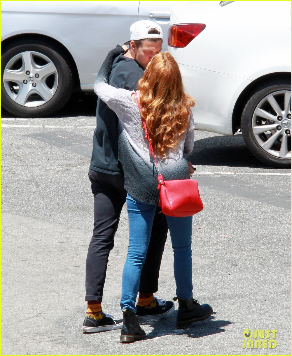 riley keough ben smith petersen smooch on their day date 043113131