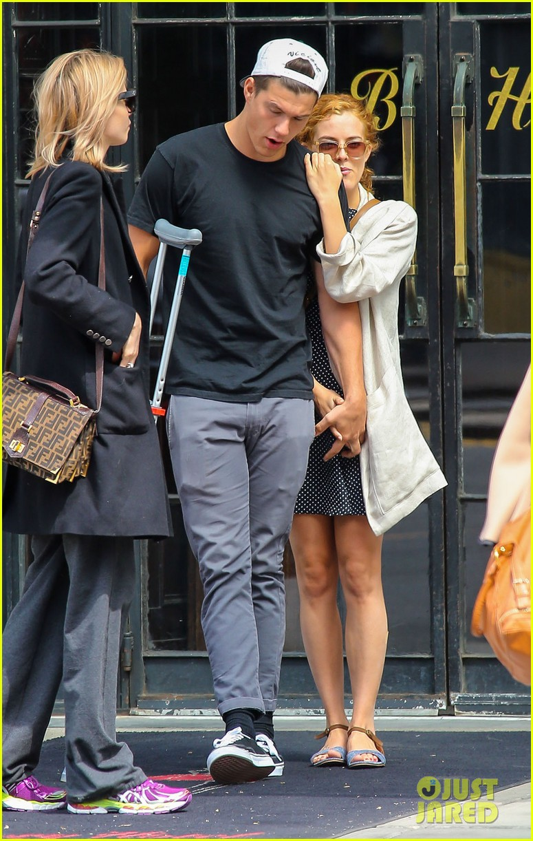 riley keough leans on ben smith petersen in nyc 063108642