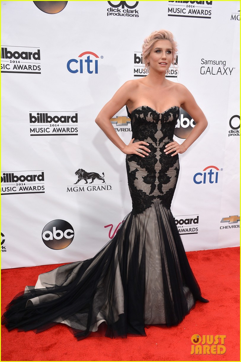 kesha goes black lacy for billboard music awards 2014 013116673