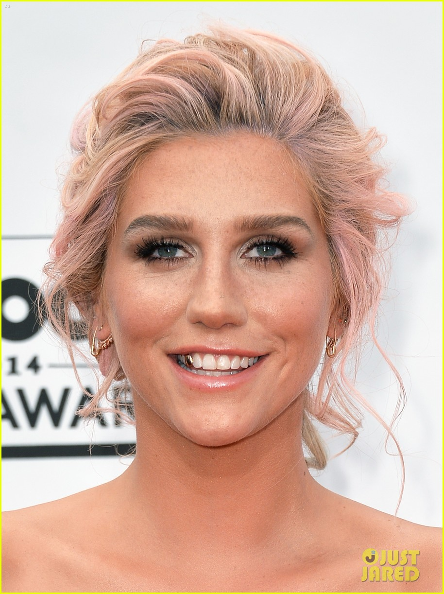 kesha goes black lacy for billboard music awards 2014 043116676