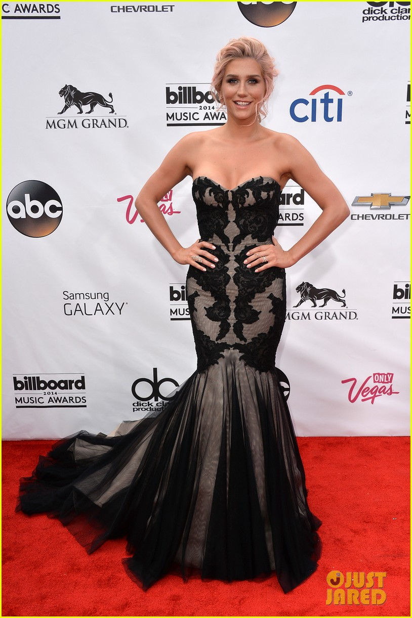kesha goes black lacy for billboard music awards 2014 053116677