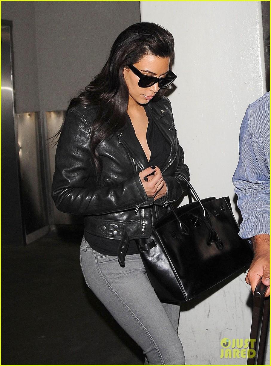 kim kardashian shares big booty pic of her khloe 043114902