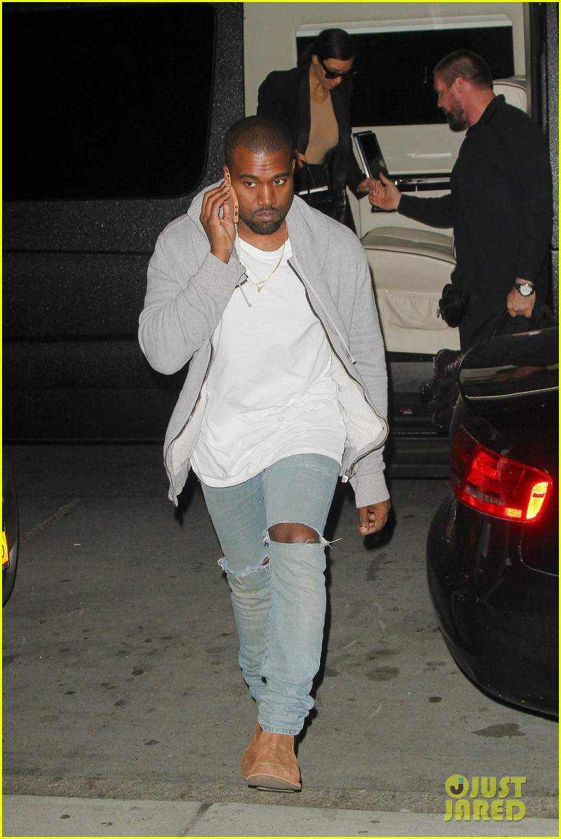 kim kardashian kanye west arrive in nyc after wedding rumors 06