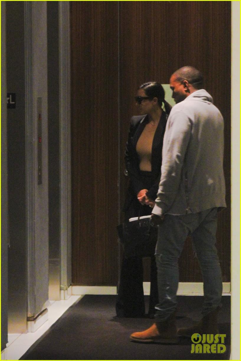 kim kardashian kanye west arrive in nyc after wedding rumors 233105358