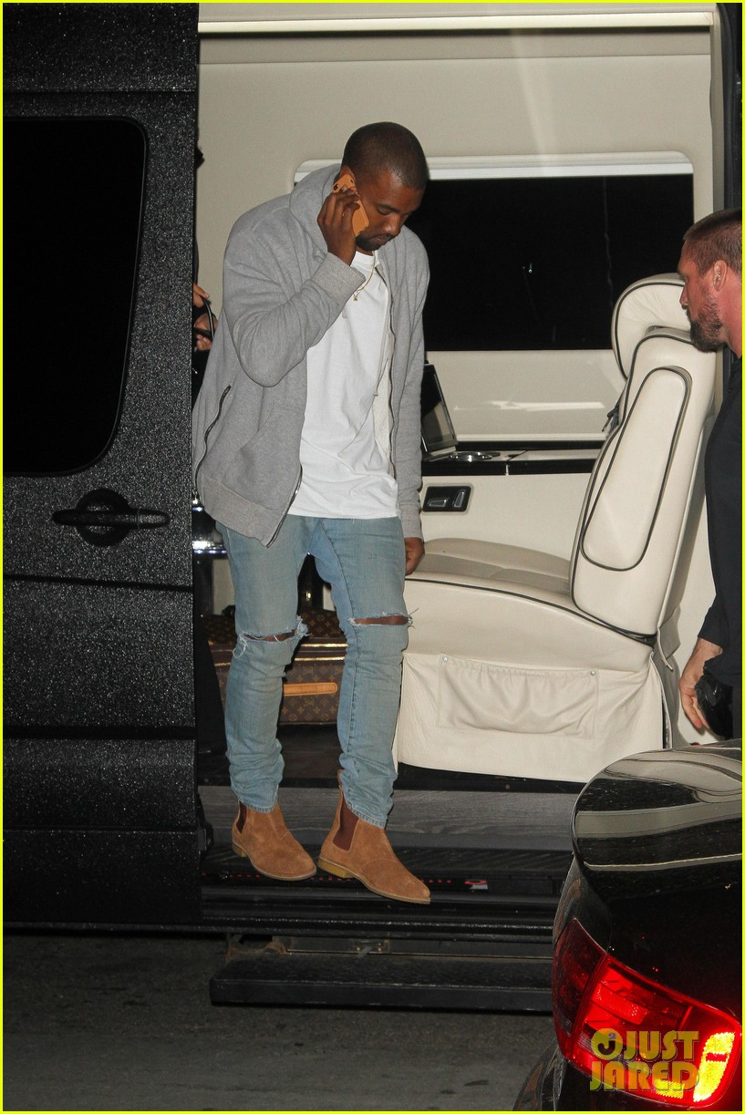kim kardashian kanye west arrive in nyc after wedding rumors 273105362