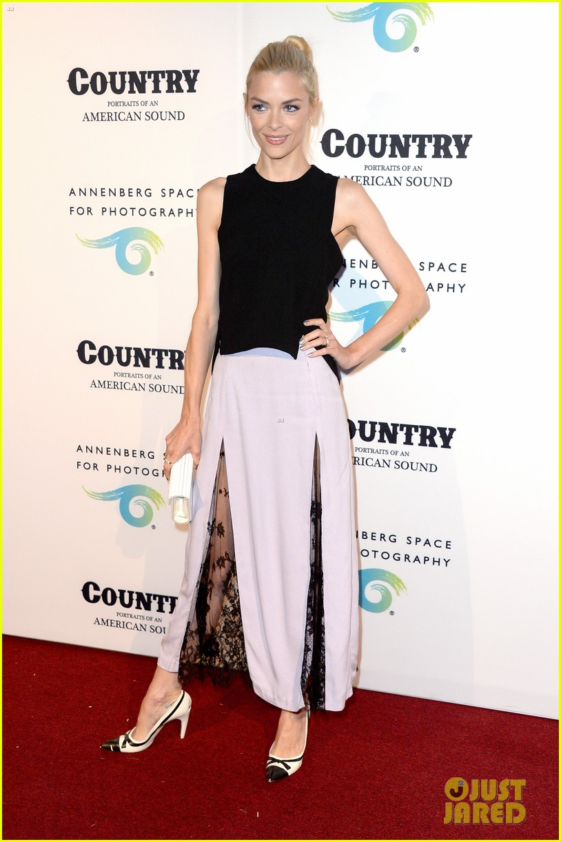 jaime king mandy moore annenberg space for photography country exhibit 01