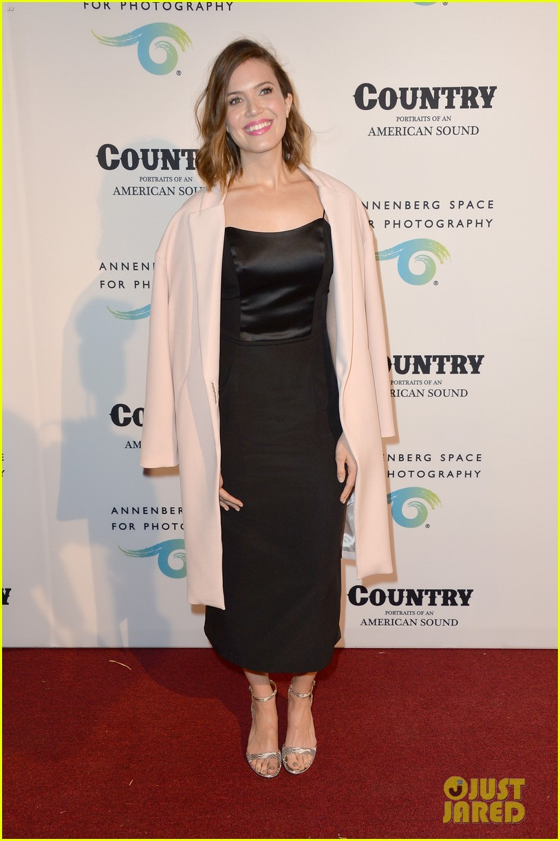 jaime king mandy moore annenberg space for photography country exhibit 103120379