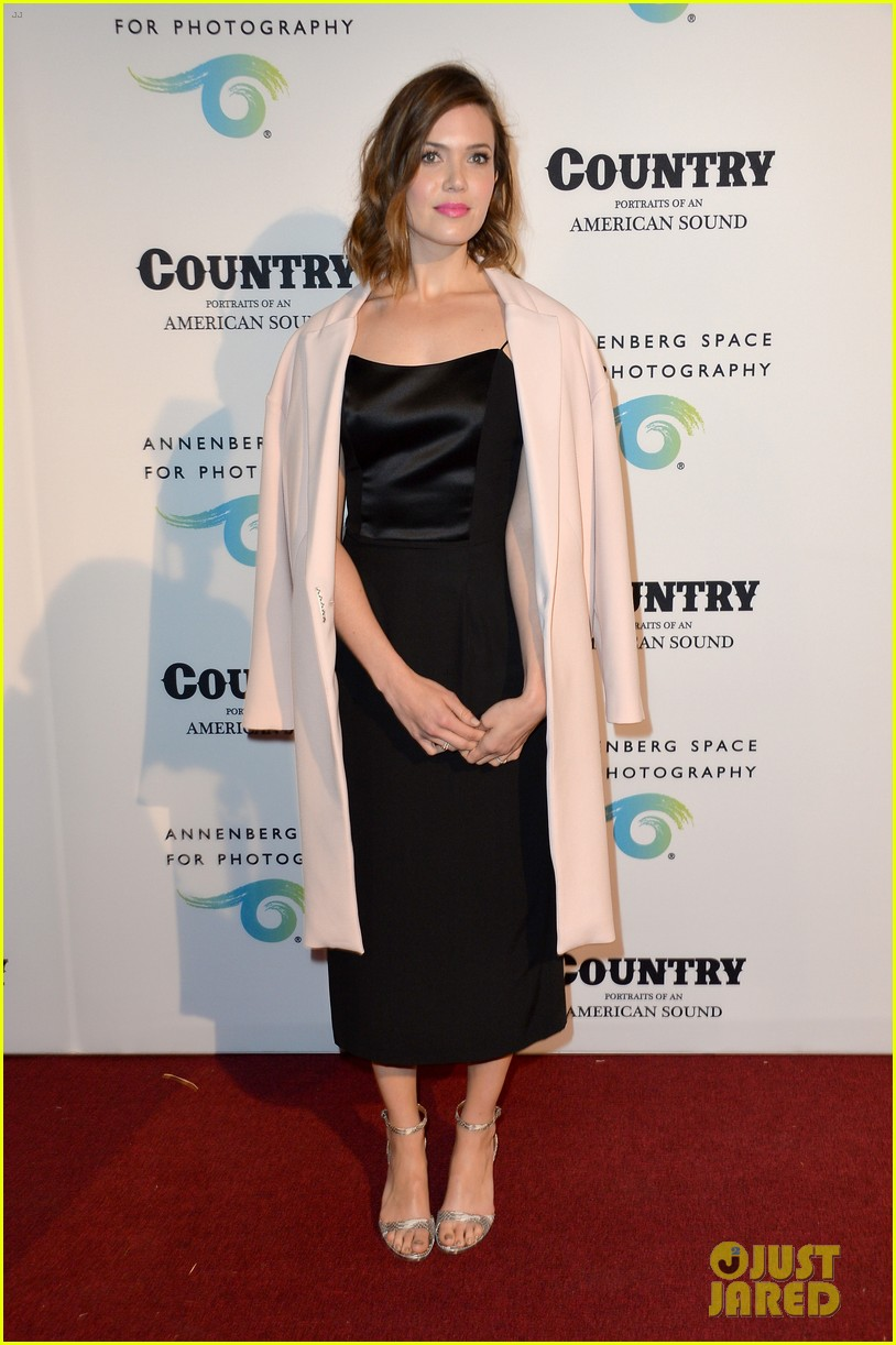 jaime king mandy moore annenberg space for photography country exhibit 133120382