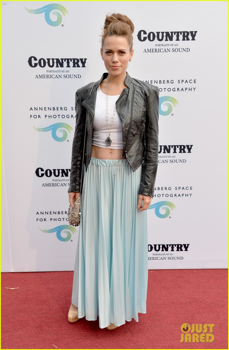 jaime king mandy moore annenberg space for photography country exhibit 18