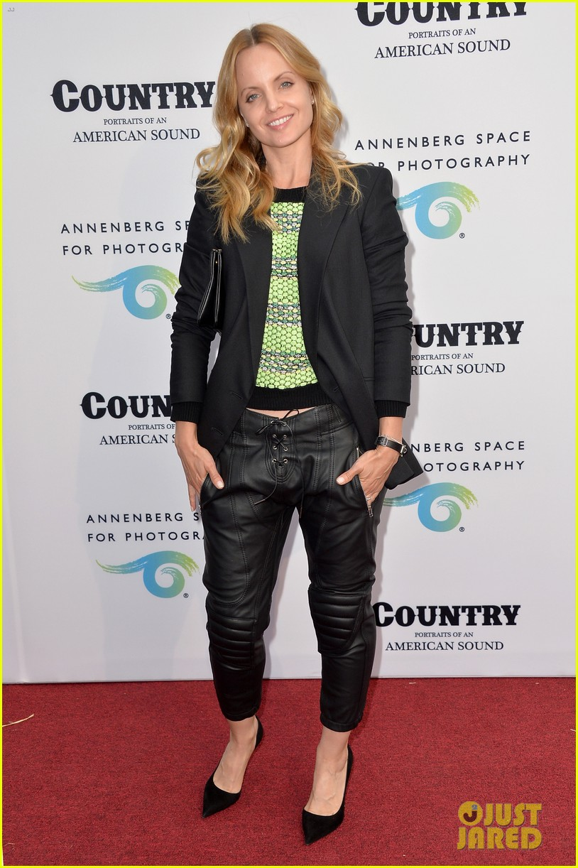 jaime king mandy moore annenberg space for photography country exhibit 23