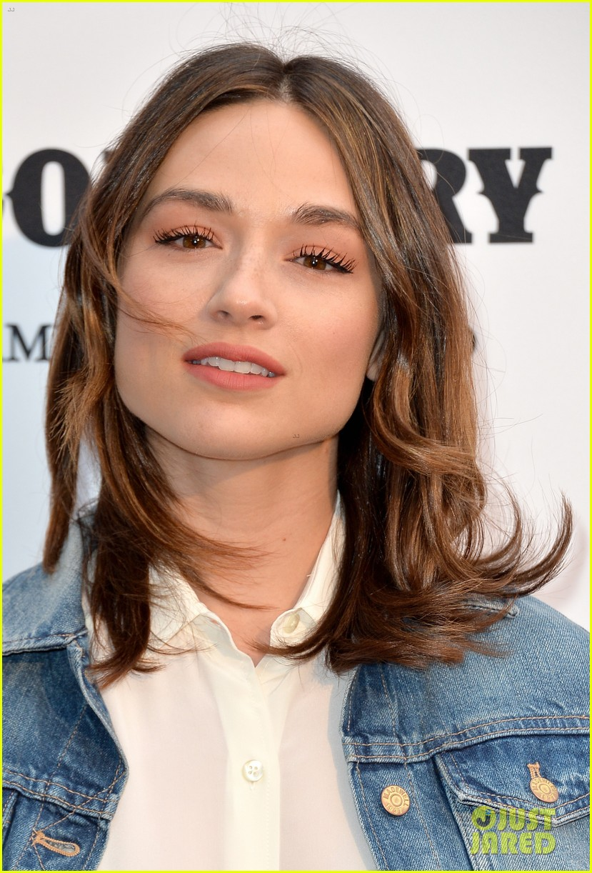 jaime king mandy moore annenberg space for photography country exhibit 24