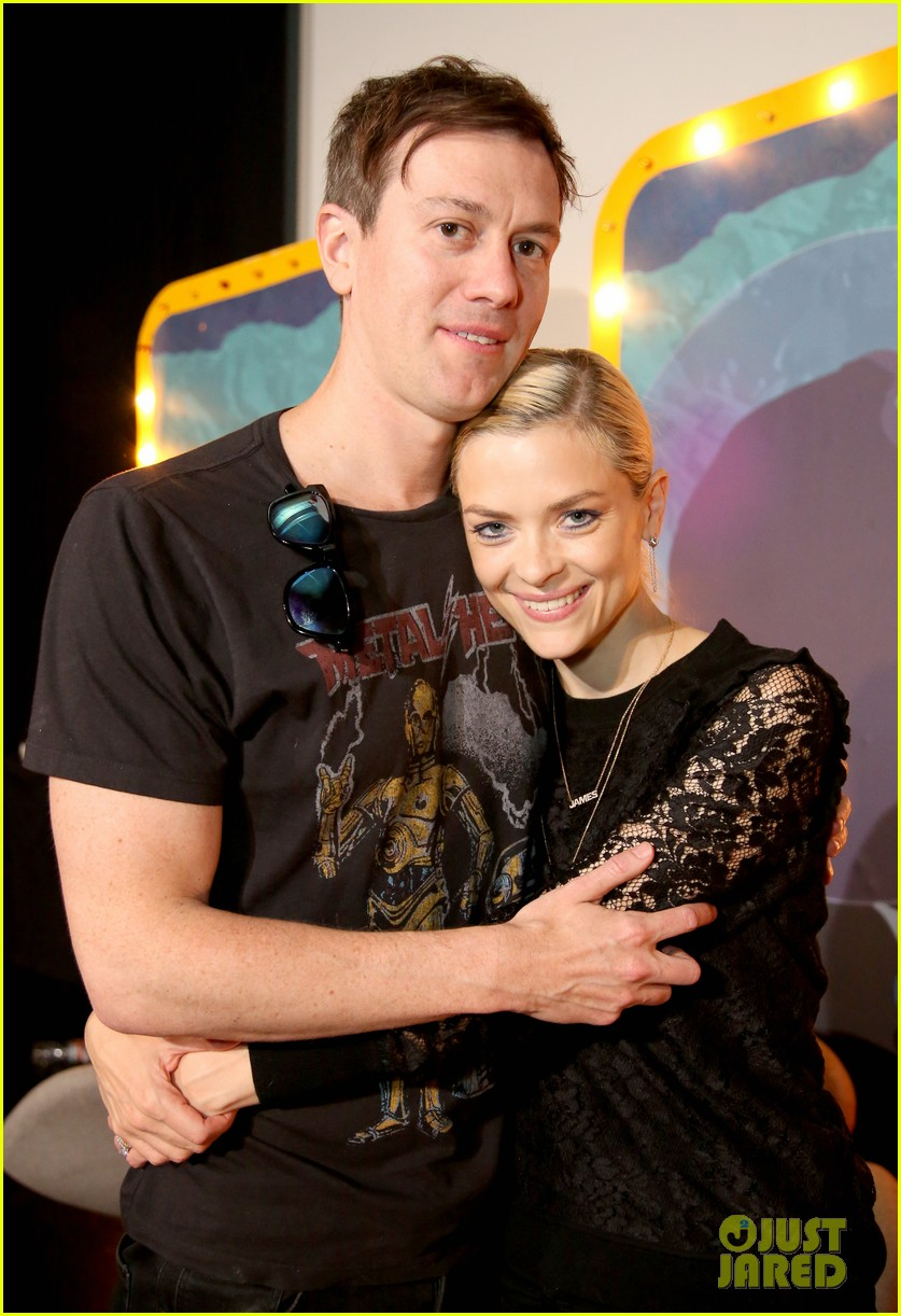 jaime king kyle newman team up humans from earth podcast 023104943