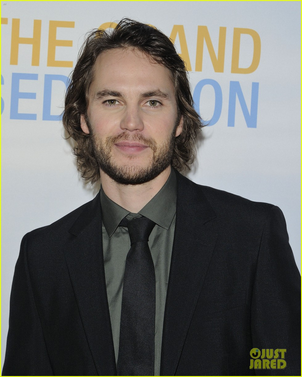 taylor kitsch shares hilarious story about being thrown in a drunk tank 033113910