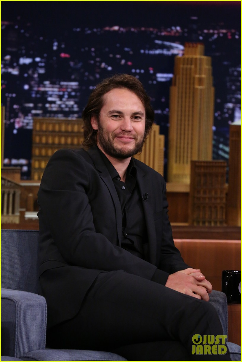 taylor kitsch plays slapshot with jimmy fallon on the tonight show 023113044