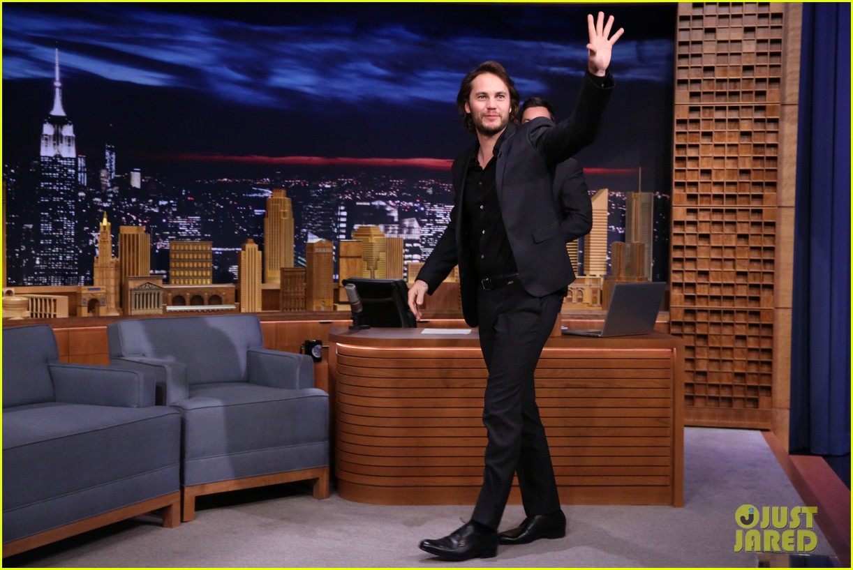 taylor kitsch plays slapshot with jimmy fallon on the tonight show 053113047