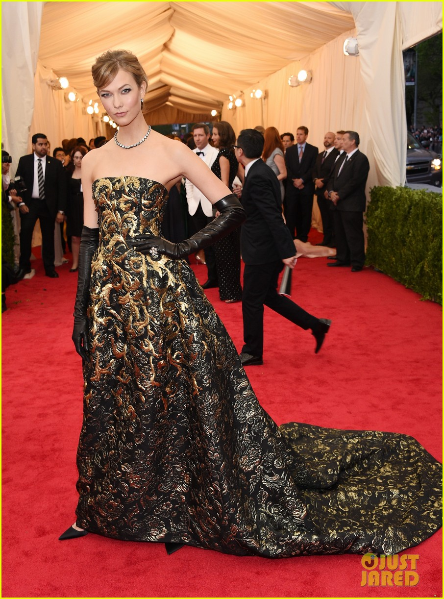 karlie kloss is gold lame gorgeous at met ball 2014 033106293
