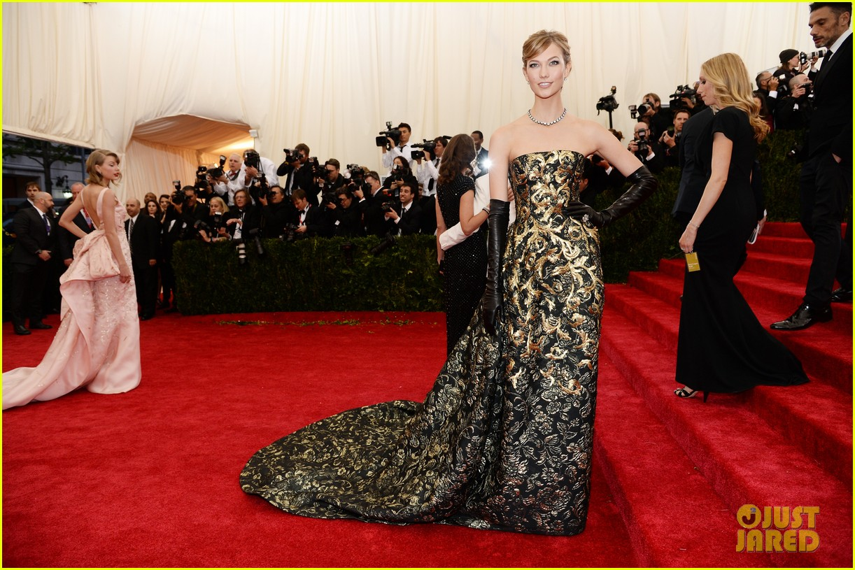 karlie kloss is gold lame gorgeous at met ball 2014 053106295
