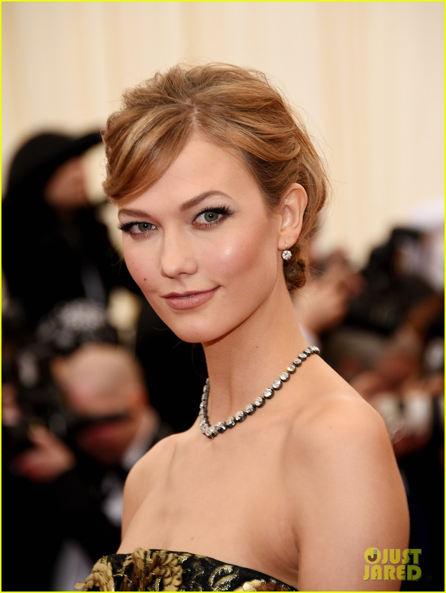 karlie kloss is gold lame gorgeous at met ball 2014 073106297