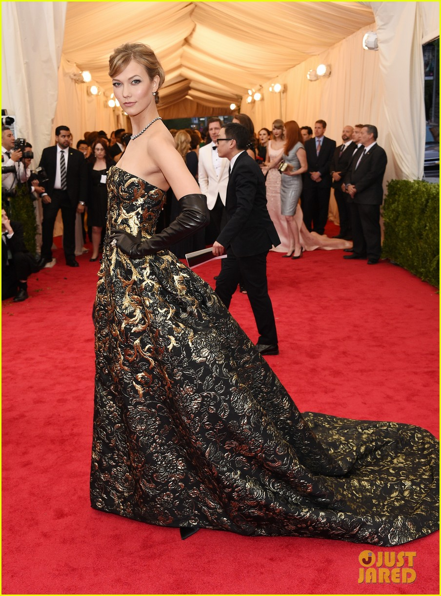 karlie kloss is gold lame gorgeous at met ball 2014 083106298