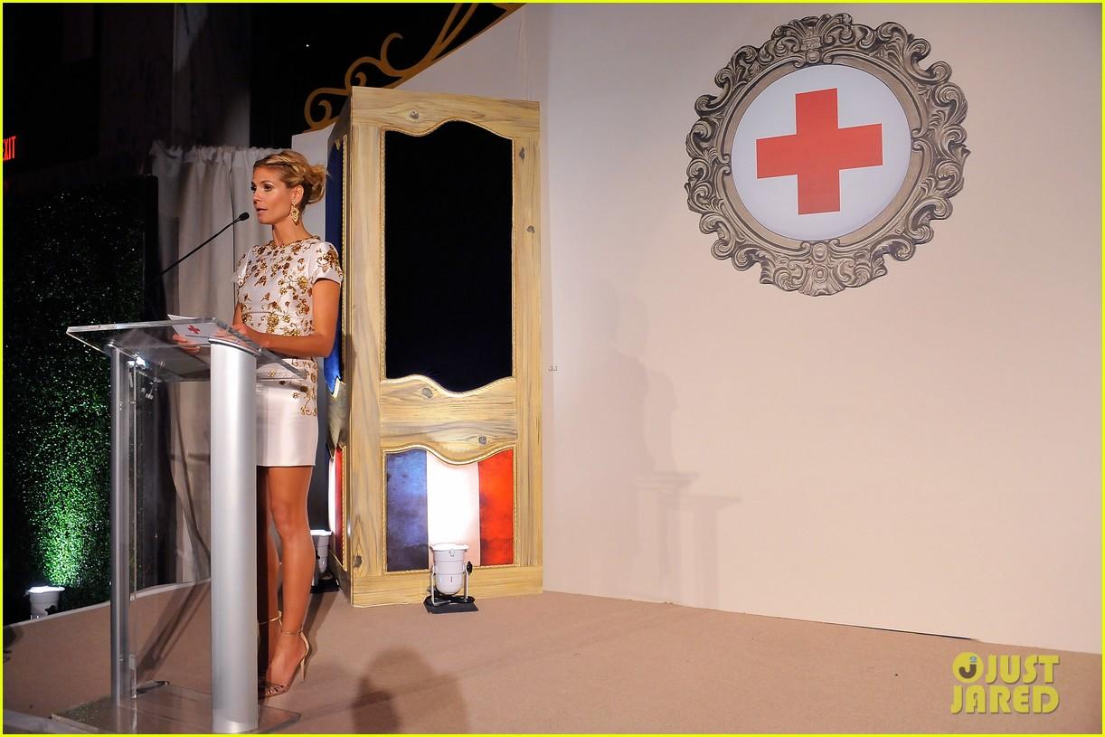 heidi klum american red cross crystal cross award 133116431