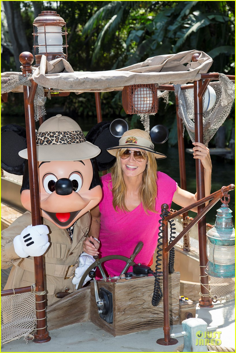 heidi klum navigate jungle cruise at disneyland 053123465
