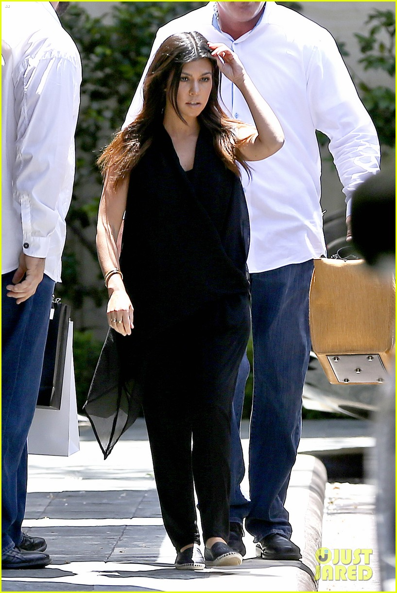 kourtney kardashian kris jenner attend kims bridal shower 073110251