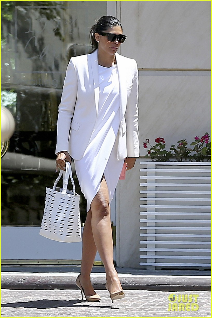 kourtney kardashian kris jenner attend kims bridal shower 13