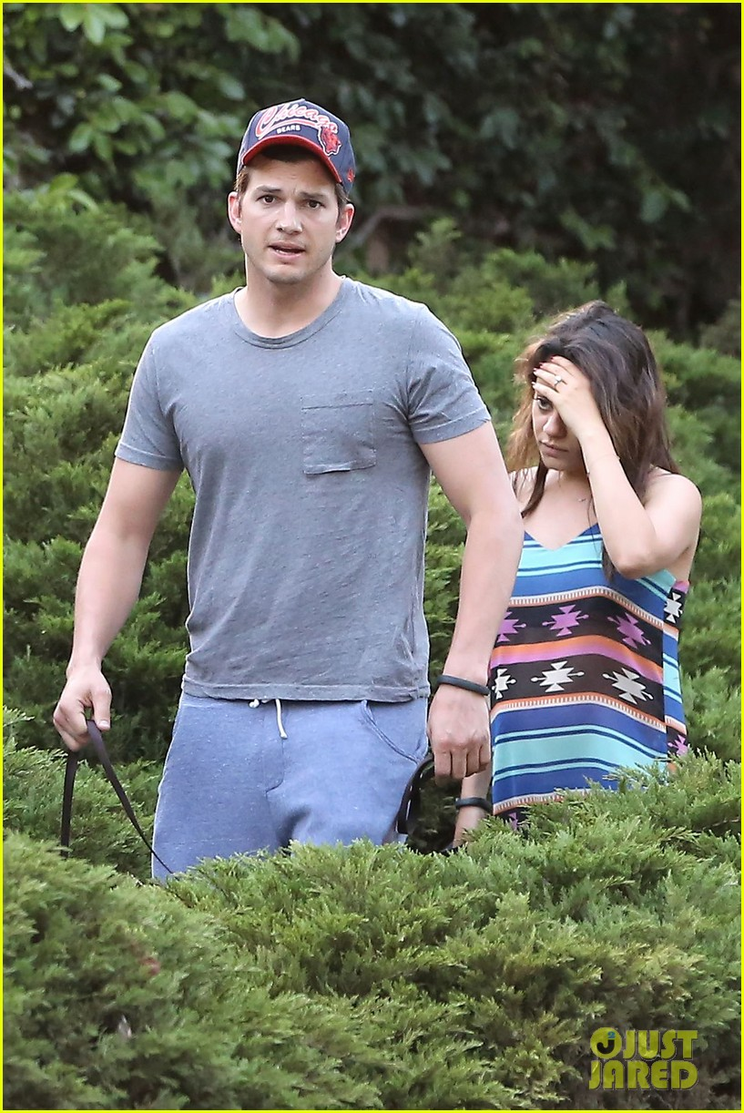 mila kunis hides her baby bump in loose fitting dress 063103807