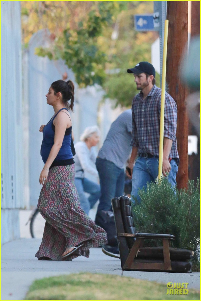 mila kunis ashton kutcher wine tasting party 173117046
