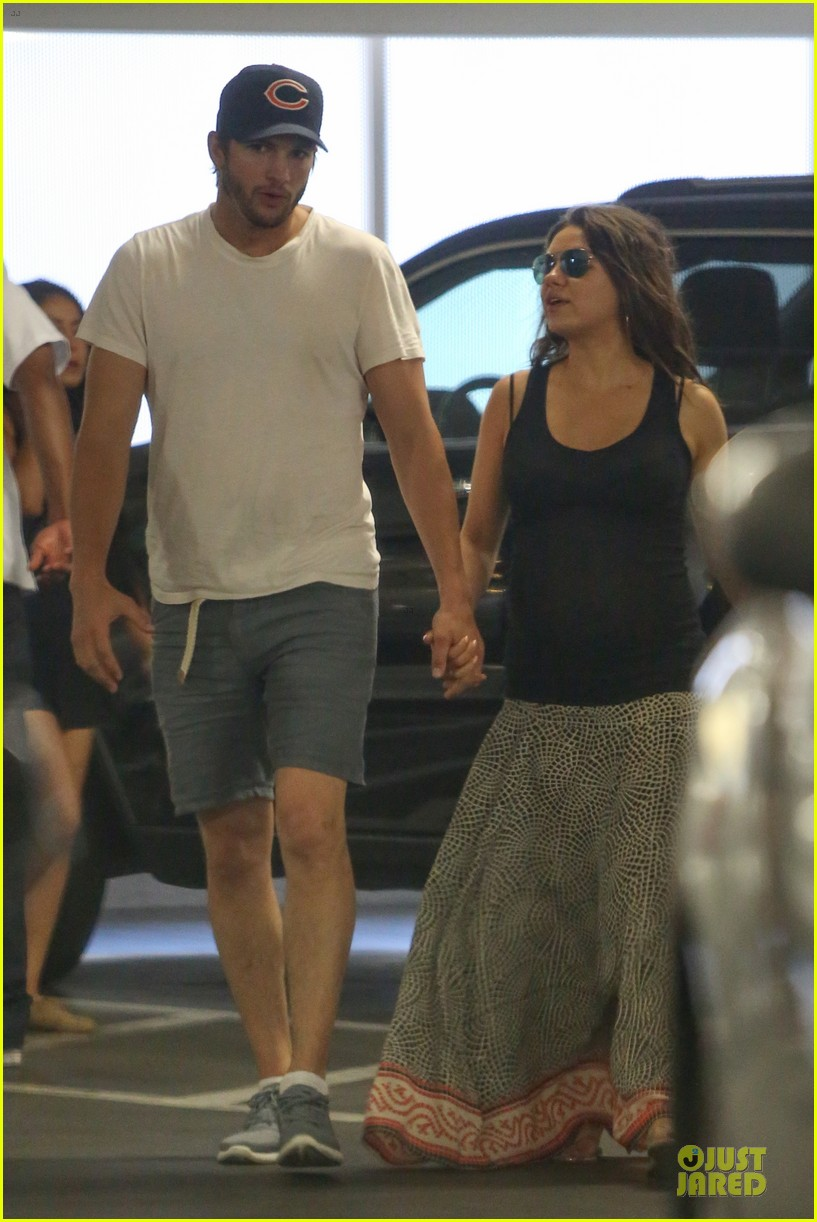 mila kunis ashton kutcher wine tasting party 333117062