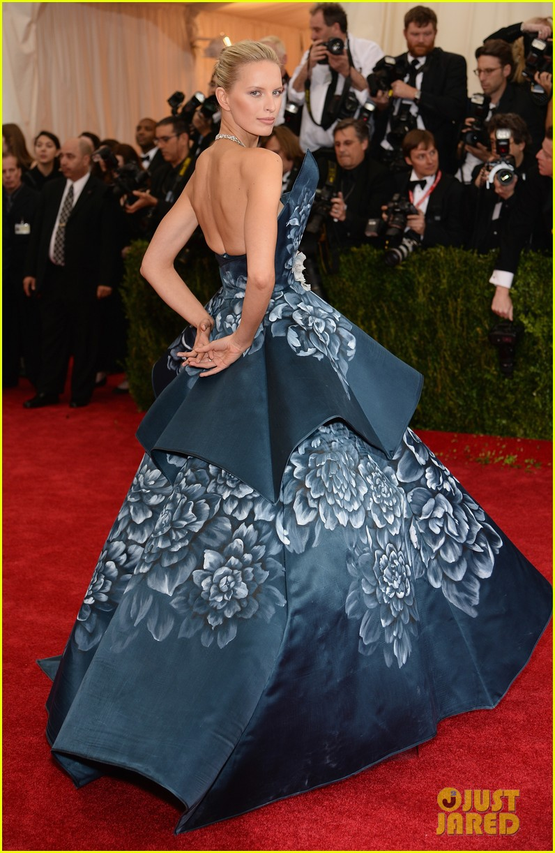 karolina kurkovas floral dress is unlike anything weve seen on met ball 2014 red carpet 01