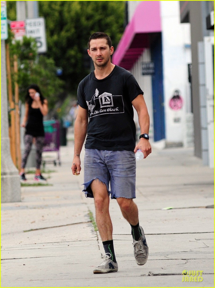 shia labeouf fried chicken chicken shack 033120148