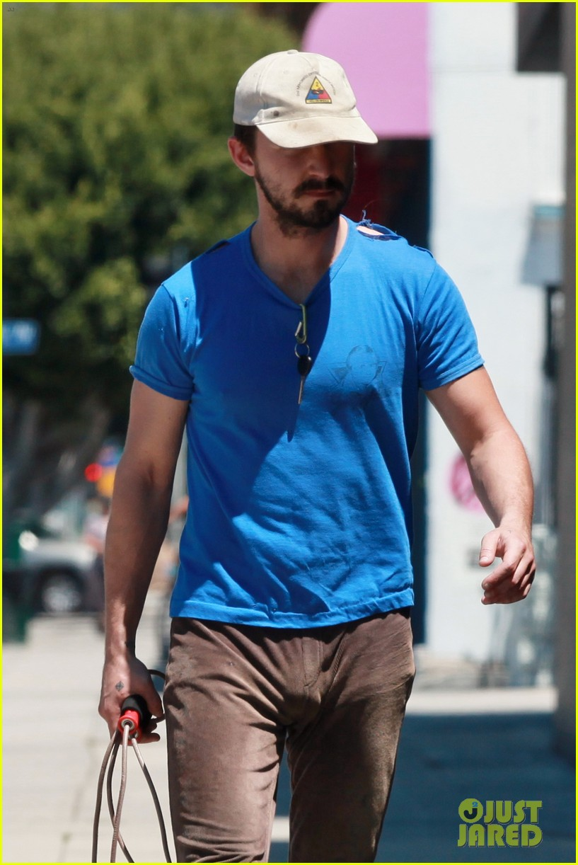 shia labeouf sure is dedicated to the gym these days 043104373