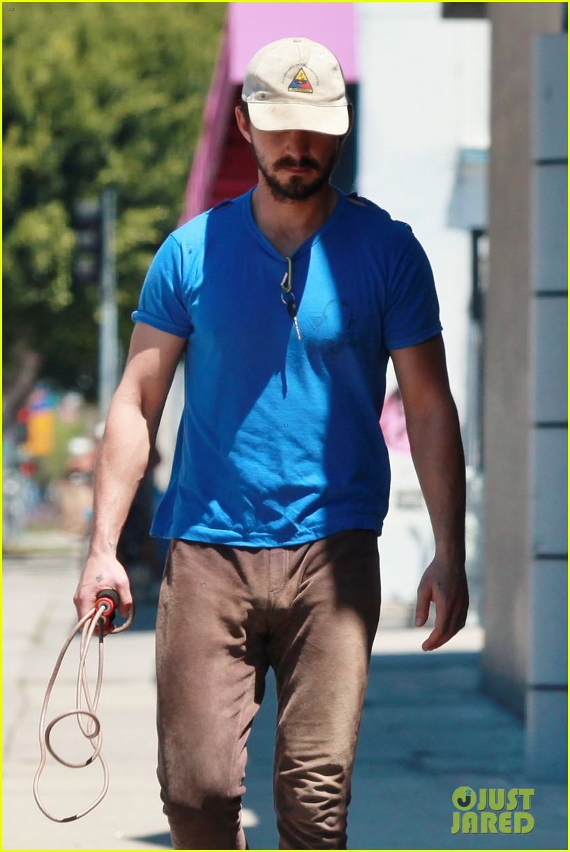 shia labeouf sure is dedicated to the gym these days 063104375