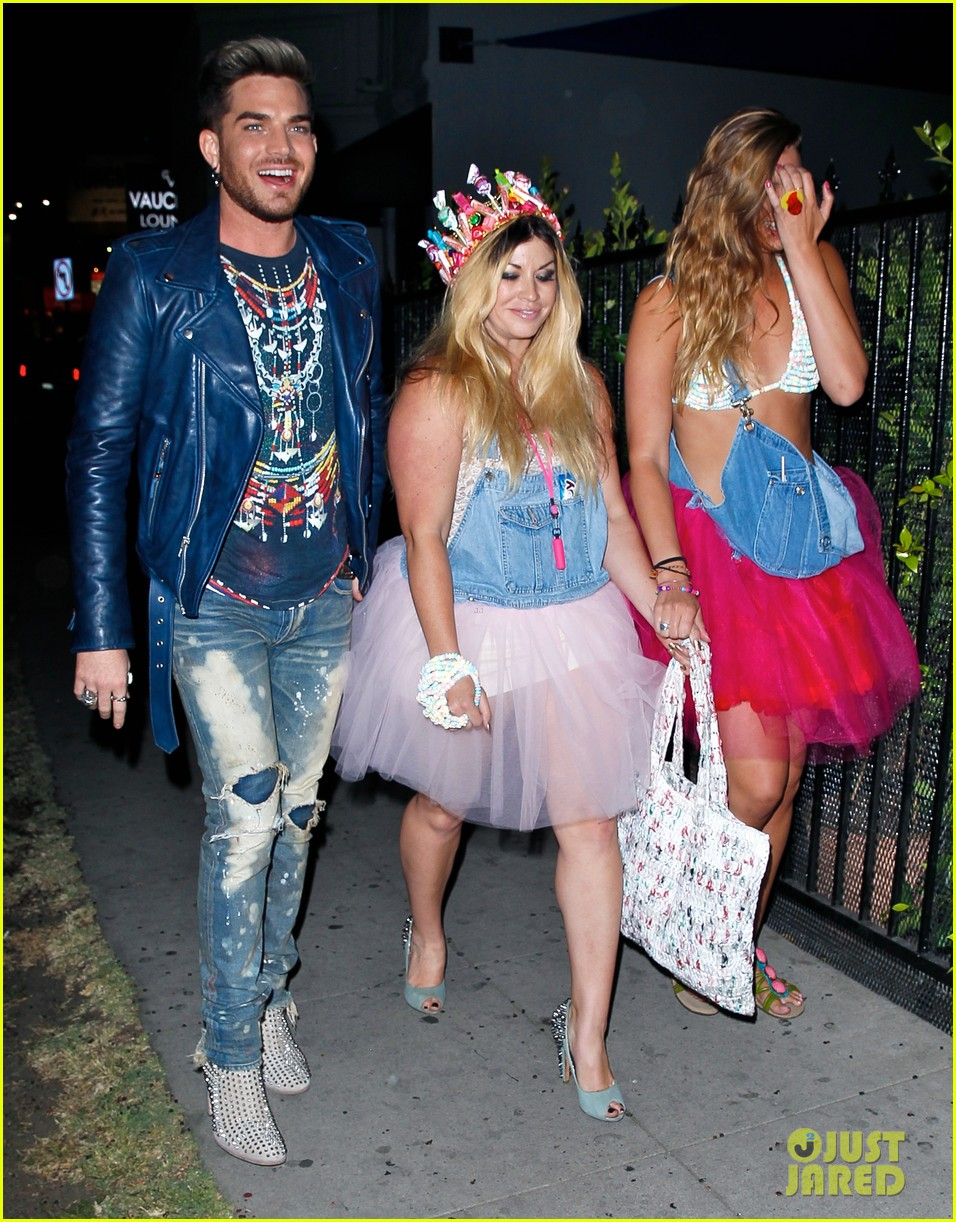 adam lambert looks like hes having a really fun night with friends 063111107